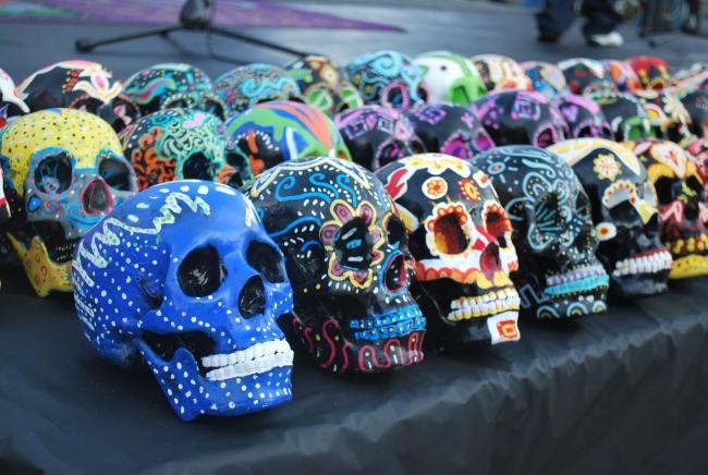 El d a de los muertos en m xico dias festivos en mexico for Herramientas ceramica artesanal